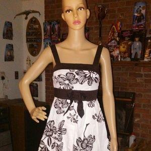 Ruby Rox size 7 dress. Euc ties in back